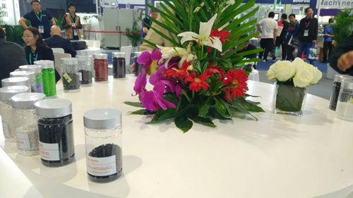 赢创推出可实现卓越耐用性和耐磨光性的新型合成二氧化硅